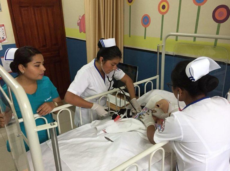 Carrera de Enfermería cuenta con moderno laboratorio de simulación